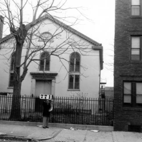 Exterior_of_Neziner_Synagogue_771_S_2nd_Street_Second_Street_and_South_December_19_1957.jpg